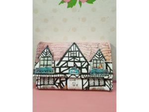 Cartera DISASTER 2 Casa Tudor tejado rosa
